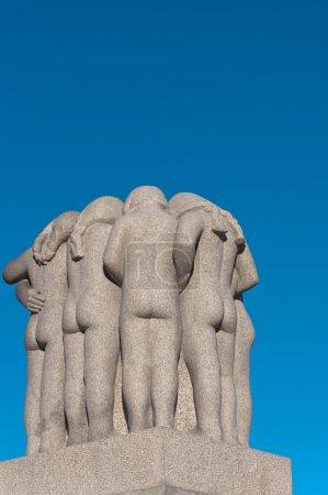 Photo pour Groupe de sculptures de filles dans le parc Vigeland. Oslo, Norvège . - image libre de droit