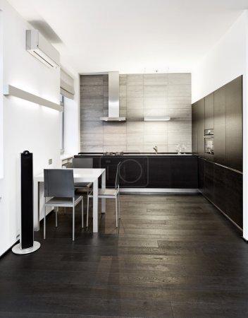 Photo pour Intérieur de cuisine de style minimalisme moderne dans des tons monochromes - image libre de droit