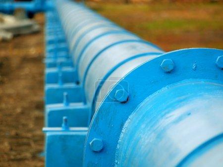 Photo pour Un pipeline livre du carburant à un complexe industriel - image libre de droit