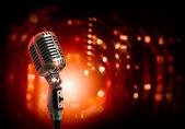 Retro styl zvuku mikrofonu