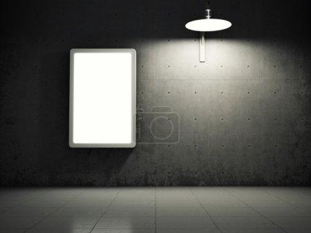 Photo pour Mur de béton sale avec panneau d'affichage publicitaire vide - image libre de droit
