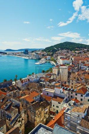 Photo pour Vue imprenable sur la ville historique de Split en pierre blanche en Croatie - image libre de droit
