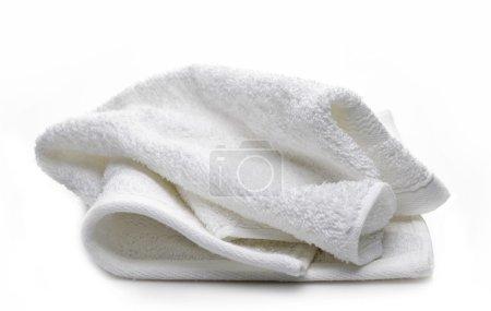 Photo pour Serviette blanche sur fond blanc - image libre de droit