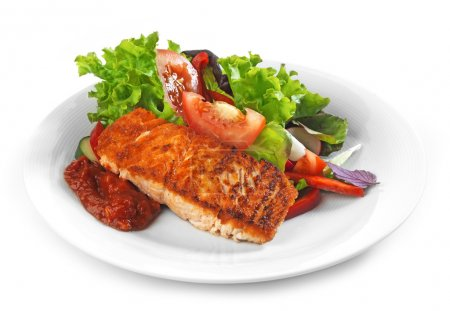 Grilled salmon fillet and vegetable salad