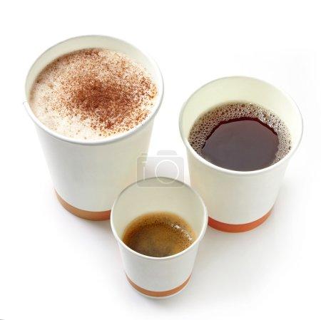 Photo pour Différents types de papier à emporter des tasses à café sur un fond blanc - image libre de droit