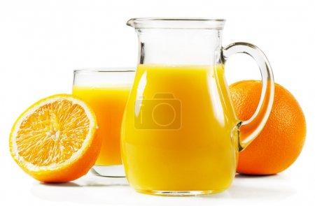 Photo pour Jus d'orange et orange isolé sur blanc - image libre de droit