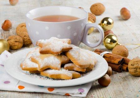 Photo pour Biscuits de Noël et thé - image libre de droit