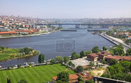 Photo pour Istanbul, Turquie. Vue panoramique de la Corne d'Or depuis Eyup-Pierre Loti Point - image libre de droit