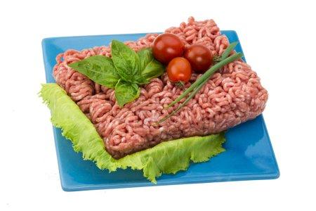 Stuffed raw meat with basil