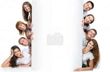 Foto de Grupo de muy joven mirando tablero blanco. - Imagen libre de derechos