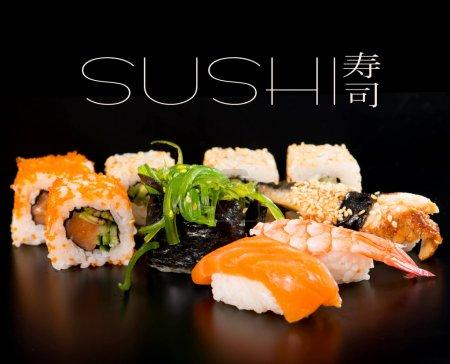 Photo pour Sushi sur fond noir - image libre de droit