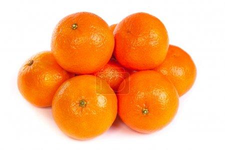 Photo pour Groupe des mandarines mûrs ou mandarin avec tranche isolé sur fond blanc - image libre de droit