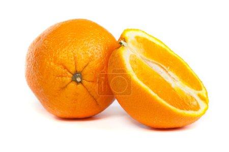 Photo pour Orange douce et une partie de la moitié d'orange isolé sur fond blanc - image libre de droit