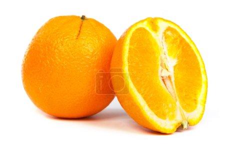 Photo pour Orange douce et une partie de la moitié d'orange sur fond blanc - image libre de droit