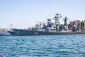 Ruská válečná loď v zálivu, sevastopol, Krym