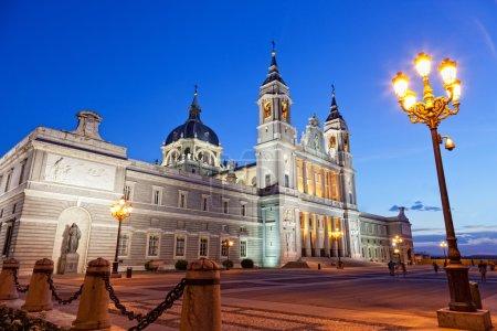 Photo pour Santa maria la real de la almudena - cathédrale à madrid, Espagne - image libre de droit