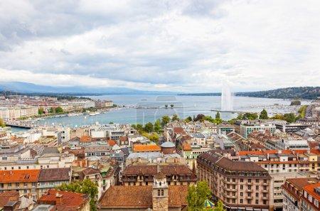 Photo pour Vue panoramique de la ville de Genève, le lac Léman et le jet d'eau, en vue aérienne suisse, europe, - image libre de droit