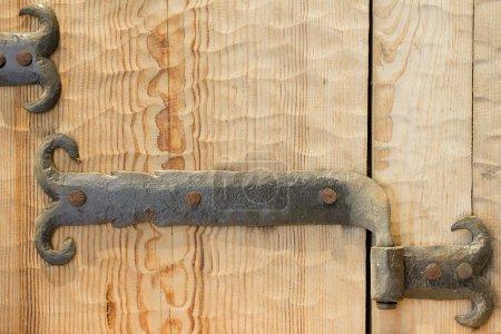 Photo pour Charnière de porte forgé antique vintage en acier. - image libre de droit
