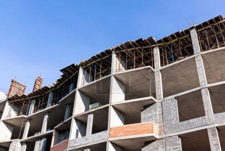 bâtiment en cours de construction en béton