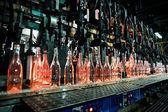 Láhev factory, řádek skleněných lahví