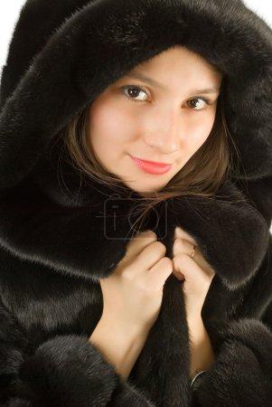 Photo pour Portrait d'une jeune fille belle fille dans un manteau de vison. - image libre de droit