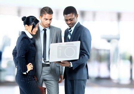 Photo pour Jeunes et prospères entreprisesvapeur - image libre de droit