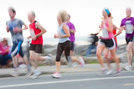 Photo pour Groupe de coureurs participent à la course, flou de mouvement. ne sont pas reconnaissables - image libre de droit