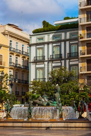 Photo pour Turia Fountain in the Plaza de la Virgen - Valence Espagne - image libre de droit