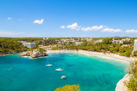 Photo pour Cala galdana - une des plages plus populaires sur l'île de Minorque, Espagne. - image libre de droit