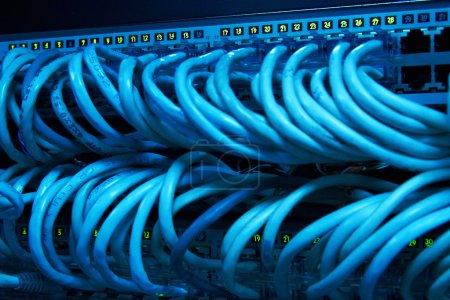 Photo pour Supercalculateur avec câbles et lampes - image libre de droit