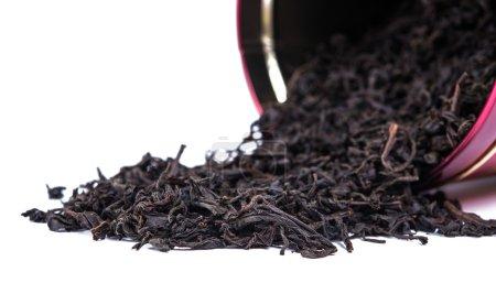 Photo pour Thé noir feuilles de thé séchées en vrac, isolées - image libre de droit