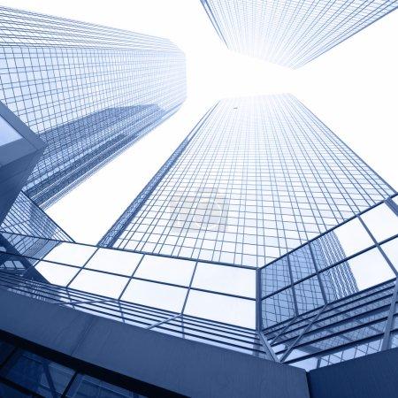 Photo pour Ville - Immeubles de bureaux close-up - image libre de droit