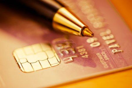 Photo pour Carte de crédit et stylo - image libre de droit