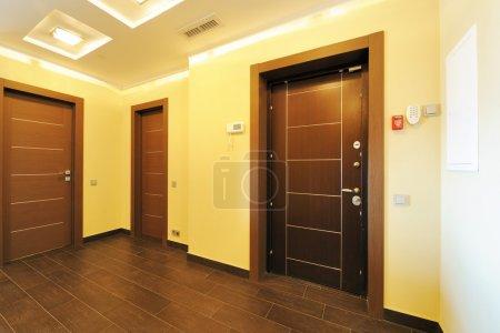 Photo pour Vide intérieur de chambre couloir neuf - image libre de droit