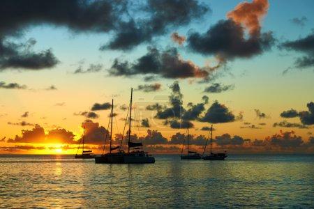 Photo pour Beau coucher de soleil aux Seychelles - image libre de droit