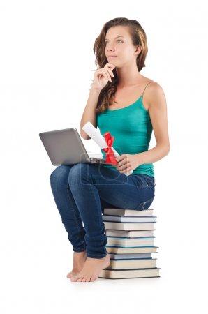 Photo pour Étudiant avec netbook assis sur des livres - image libre de droit