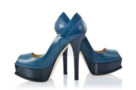 Photo pour Chaussures bleues isolées sur le blanc - image libre de droit