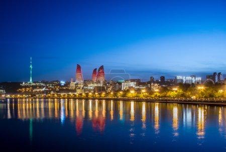 Photo pour Photo de nuit de Bakou en Azerbaïdjan - image libre de droit