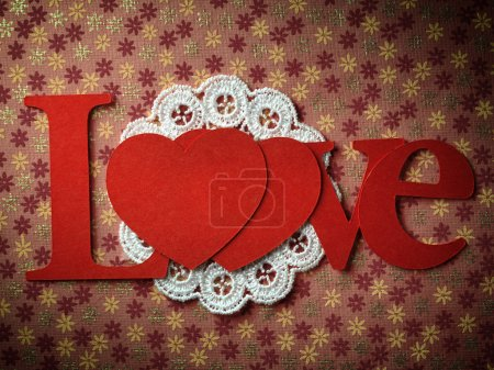 Photo pour Carte avec coeur des vacances comme un symbole d'amour, Saint Valentin carte avec le mot « amour » et coeur - image libre de droit