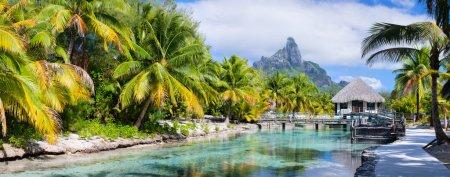 Photo pour Panorama d'une belle côte avec vue sur la montagne Otemanu sur l'île de Bora Bora - image libre de droit