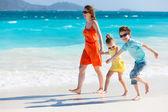 Rodina na Karibské pláži