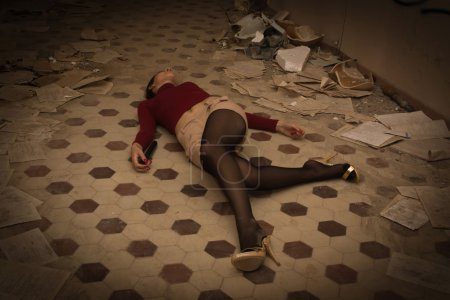 Lifeless brunette lying on the floor
