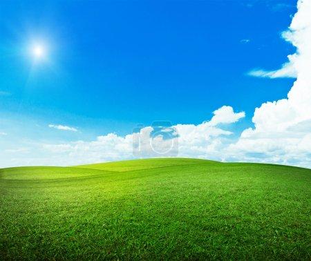 Photo pour Soleil sur les collines. Été beau temps - image libre de droit