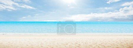 Photo pour Panorama de mer de matin. composition horizontale tropicale - image libre de droit