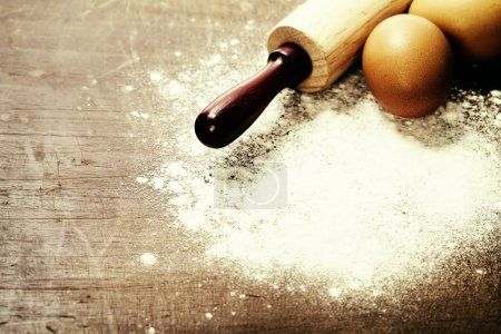 Photo pour Cuisine et cuisson concept (ingrédients et ustensiles de cuisine) - image libre de droit