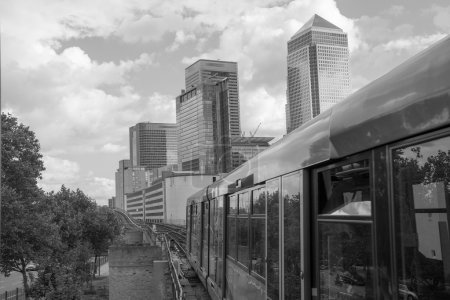 Office Buildings and Skyscrapers in Canary Wharf, financial dist