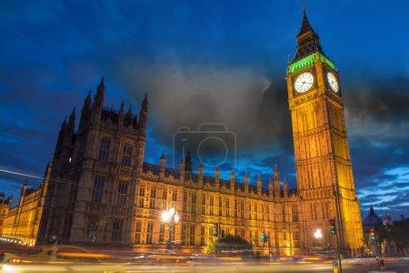 Photo pour Big Ben et la Chambre du Parlement au crépuscule depuis Westminster Bridge - Londres - Royaume-Uni - image libre de droit