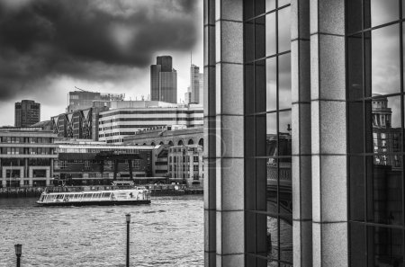 London. Beautiful view of Thames river and city buildings