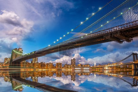 Wonderful panoramic sunset with Brooklyn and Manhattan Bridge re