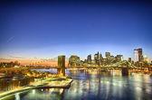 New york: pohled na krásné zimní slunce Brooklynský most s m